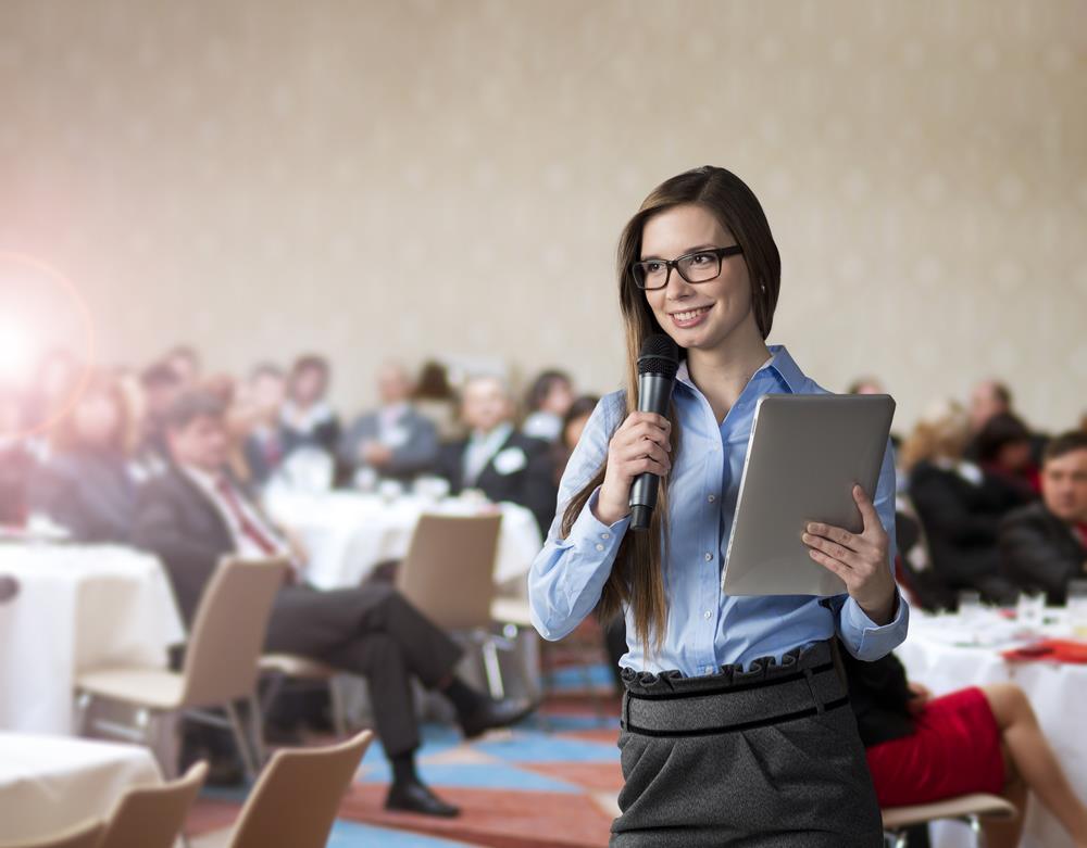 15 dicas para contratar e treinar hospedeiras de eventos