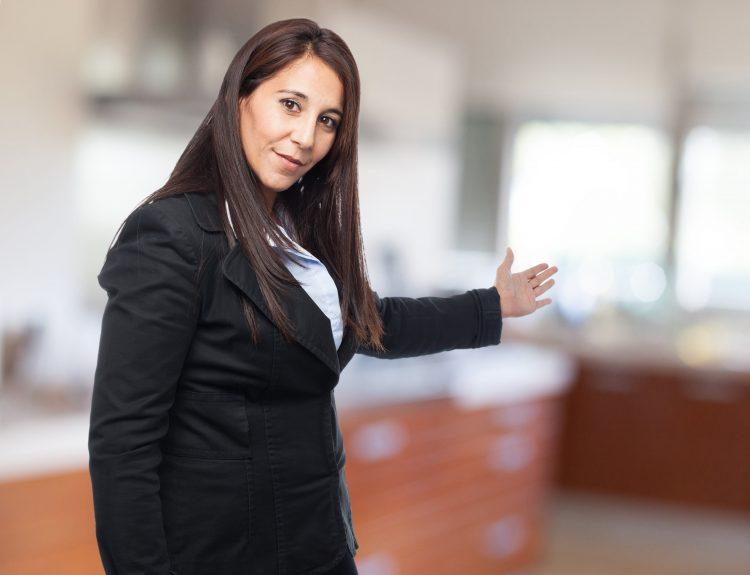 como contratar recepcionista de eventos