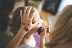 Imagem ilustrativa de como ganhar dinheiro como maquiador
