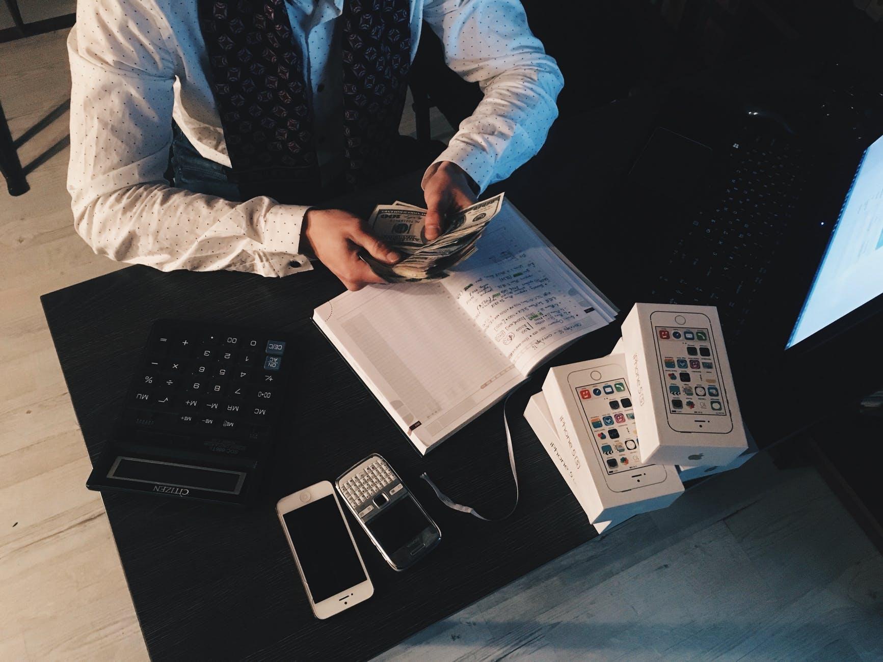 Imagem ilustrativa de ideias para ganhar dinheiro com a internet