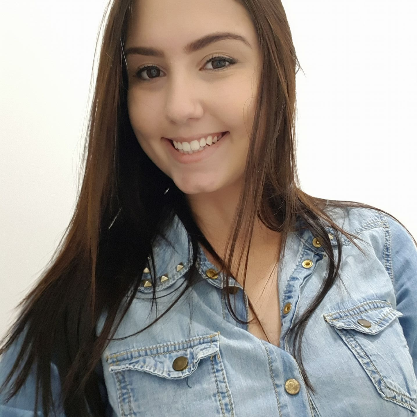 Rapacious brasilianische transen Leticia Araujo wichst ihre Wurst